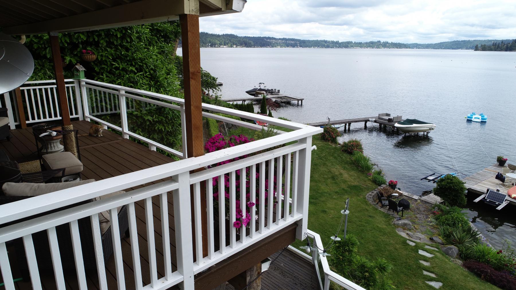 Custom-Decks-relayed-floor-Trex-decking-woodland-brown-lake-sammamish-washington