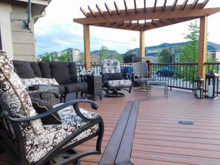 Custom-Decks-Tiki-torch-deck-features-double-inlays-borders-in-Trex-Vintage-Lantern-Redwood-pergola-angled-fire-wall-kitchen-bar-Aurora-Colorado