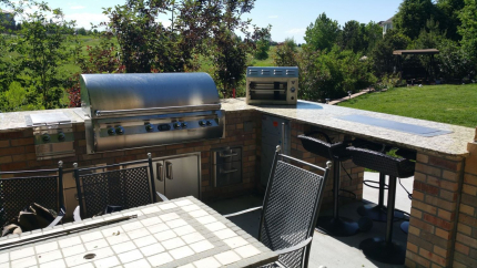 Custom-Decks-L-shaped-kitchen-fire-and-ice-feature-fire-pit-drink-cooler-Aurora-Colorado