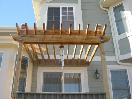 Custom-Decks-standard-wood-pergola-4x4-posts-2-2x8-beams-2x6-rafters-resting-on-top-Centennial-Colorado