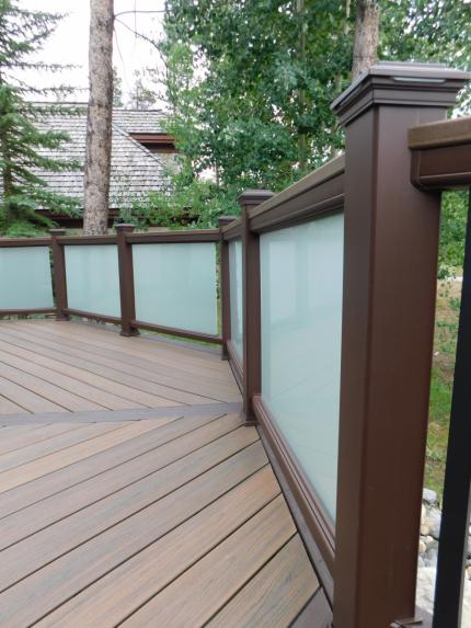 Custom-Decks-Trex-Transcend-railing-vintage-lantern-posts-rails-fogged-glass-inserts-Breckenridge-Colorado
