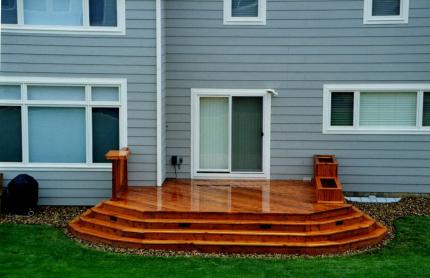 Custom-Decks-ground-level-redwood-deck-planters-wrap-around-stairs-parker-colorado