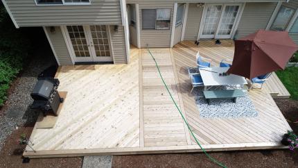 Custom-Decks-large-cedar-deck-two-inlays-Bothell-Washington